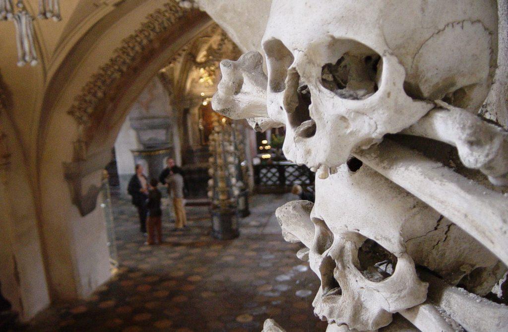 Bones as ornaments in Kostnice v Sedlci chapel